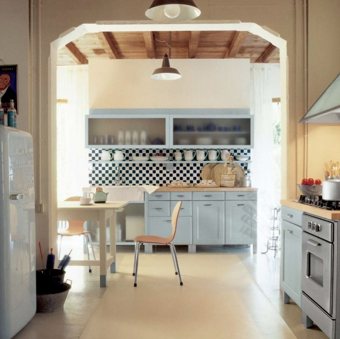How to Jazz Up Your Family Gathering With an Italian Style Kitchen Design: 2 Pendant Lamps Open Kitchen White Refrigerator Wooden Dining Table Ranghood Kitchen Cabinet