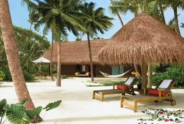 Five Stars Resorts In Maldives: Reethi Rah: 5 Stars Resort In Maldives Reethi Rah Beach Villa Exterior Design With Outdoor Chise Lounge Hammoc Secluded By Lush Tropical Greenery Ideas