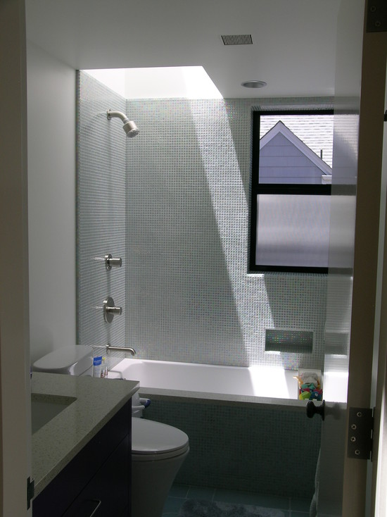 Apply Awesome Skylights For Your Bathrooms : Amazing Contemporary Small Bathroom With Skylight