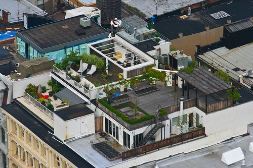 Amazing Rooftop Gardening Idea In New York City: Amazing Rooftop Garden In NY City 3 Wooden Flooring Ideas