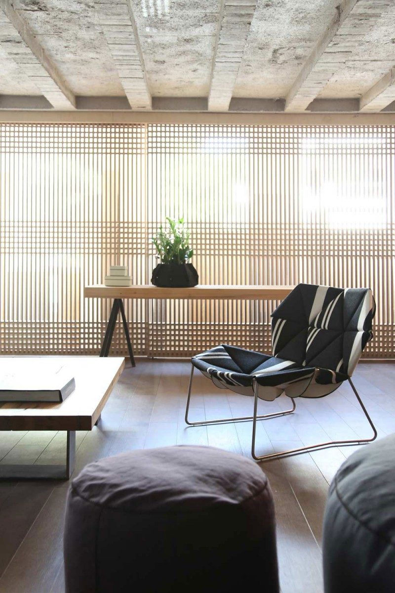 Extravagant Sleek Interior Design For A Loft: Amazing Untreated Ceiling With Great Wooden Floor 2 Puff Wooden Table Tabletop And Nice Windows Curtain