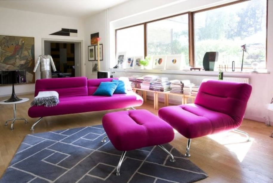 Comfortable Living Room Ideas for Modern Design: Astonising Living Room And Stylish With These Chic Living Room Design With Pink Sofa Black Sitting Lamp Comfortable Living Room Ideas