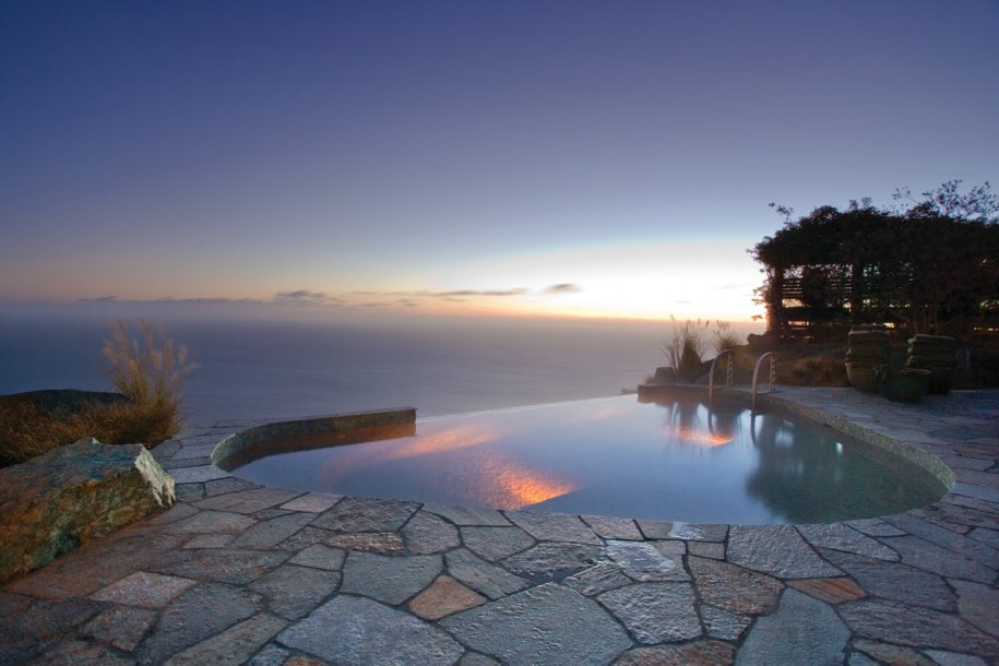 Calming Exquisite Pool In A Modern House Overlooking The Sea: Awesome Calming Exquisite Pool In A Modern House Overlooking The Sea Kodiak Infinity Jade Pool Overlooking Ocean