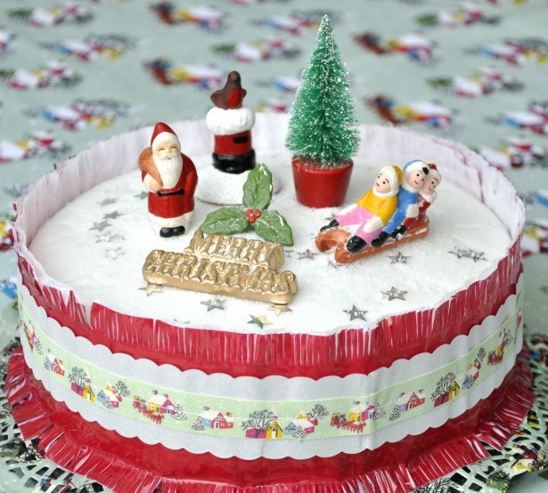 Fascinating Christmas Banquet Table Decoration Ideas: Awesome Christmas Banquet Table Decoration Ideas Scrumptious Christmas Cake Decorations With Cool Santa And Tree Figure Decoration ~ stevenwardhair.com Holiday Decoration Inspiration