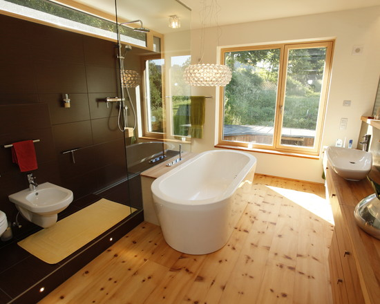 Wonderful Knotty Pine Wood Flooring: Awesome Modern Bathroom With Knotty Pine Wood Floor And Stone Pine Floor Plus Wood Vanity