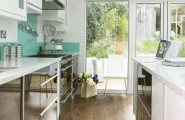 Small Kitchen Decoration With Minimal Clutter And Max Efficiency Space : Beatiful Properly Designed Small Kitchen With Minimal Clutter And Max Efficiency With Small Kitchen Isle With Glossy Units