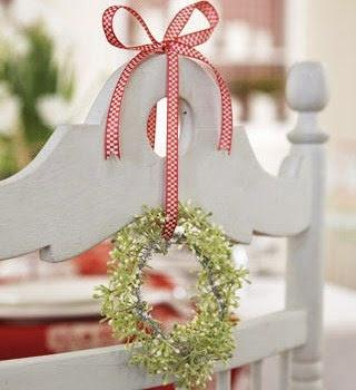 Beautiful Christmas Kitchen Decoration Inspiration Ideas : Beautiful Christmas Kitchen Decoration Inspiration Ideas Add Seasonal Details Small Wreath With Red Ribbon Hung On Chair Backrest