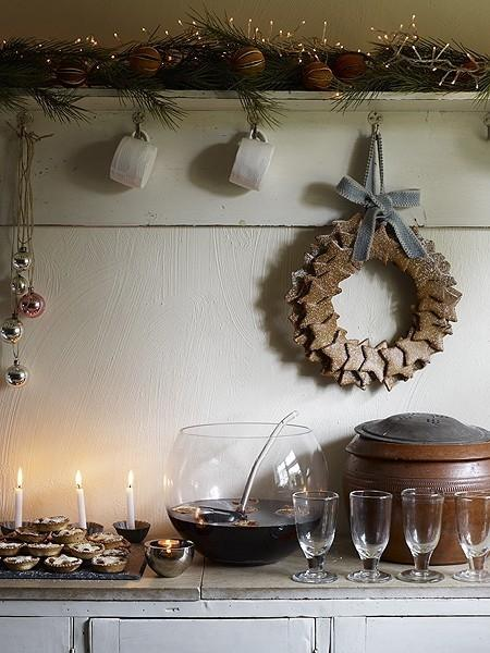 Beautiful Christmas Kitchen Decoration Inspiration Ideas: Beautiful Christmas Kitchen Decoration Inspiration Ideas Festive Color Of Open Display Inspiring Wreath