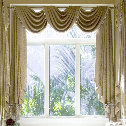 Amazing Popular Modern Windows Curtain Style: Beautiful Classic Curtain Designs For Windows White Cream Color Ideas And Nice View Bay Windows ~ stevenwardhair.com Design & Decorating Inspiration