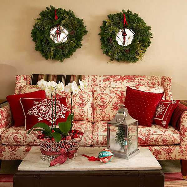 Beautiful Living Rooms Christmas Decoration Ideas : Beautiful Cozy Christmas Living Room Decoration With Green Wreath Above Red Scheme Floral Bench And Flowers On Table Ideas