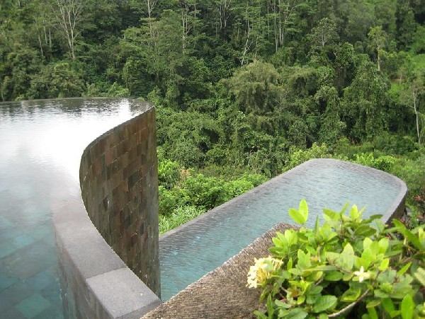 Amazing Hanging Infinity Pool At Ubud Hanging Garden Hotel Bali: Beautiful Double Infinity Pool Outdoor Design In Ubud Hanging Gardens Hotel That Integrated With Scenic Environment