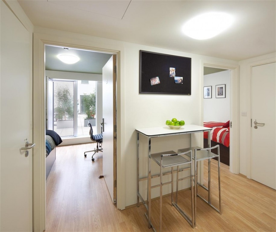 Chic And Trendy Student Bedroom In Small Apartment: Beautiful Notting Hill Student Accommodation Two Bedroom Studio Student Apartment Bedroom With Outstanding Foyer Great Floor Design