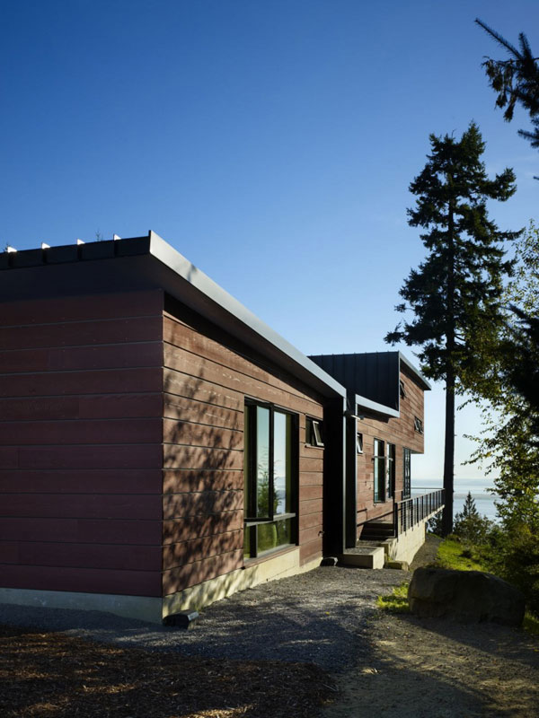 Chuckanut Ridge House: An Elegant Design Asian Influences And Self Sustainable Housing: Beautiful Rear Exterior Chuckanut Ridge House Design With Painted Planks Wall Window And Fascinating Washington Landscape Outdoor Ideas