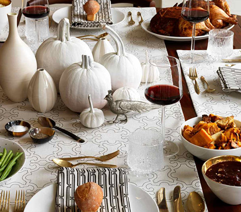 Table decoration for thanksgiving : Beautiful Thanksgiving Dinner Turkey Roast Chicken Red Wine Cranberry Sauce White Center Piece Spice Green Bean Dinner Rolls