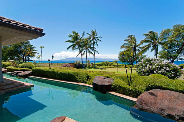 Tropical Gardens And Ultimate Villa Design In Maui, Hawaii: Thousand Waves Holiday Villa : Beautiful Thousand Waves Tropical Gardens Holiday Villa Sea Side Heated Lap Pool That Surrounding By Beautiful Natural Landscape