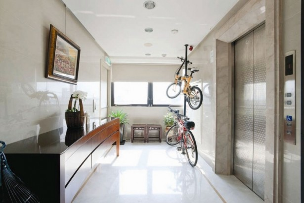 Sleek Modern Living Room White Minimal Apartment: Bicycle Hanging Wall Modern Living Room With Elegant Marble Floor Design And Painting Lift Tabletop Hidden Lamps Concentrate Floor ~ stevenwardhair.com Apartments Inspiration