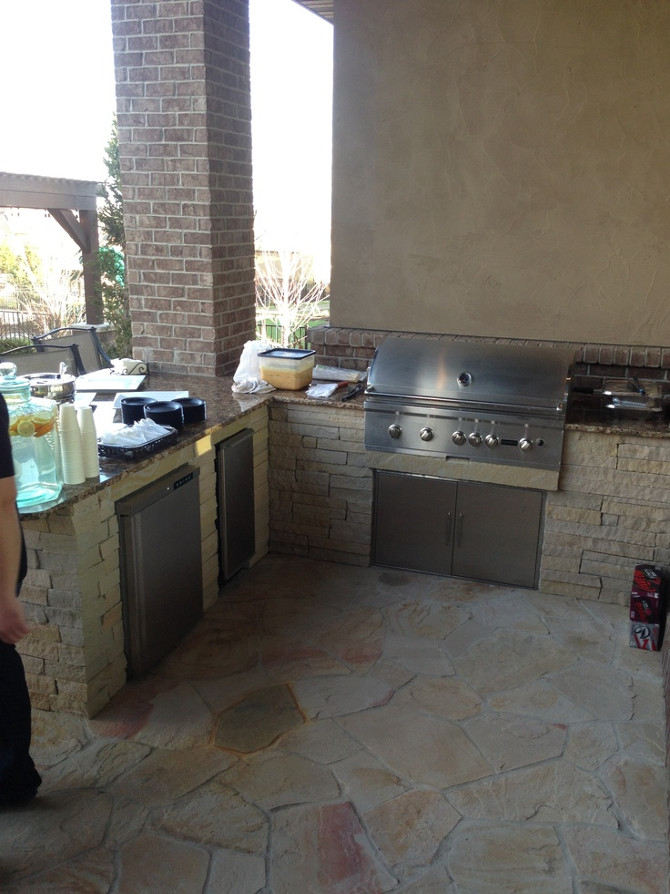 Awesome Outdoor Kitchen Designs That Will Make Your Patio Stylish And Inviting : Casual Outdoor Kitchen Designs Ideas Using Concrete Countertops With With Sleek Designs Heavy Duty Construction Using Stone Floor And Metal Barbeque Stove