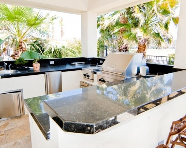 Awesome Outdoor Kitchen Designs That Will Make Your Patio Stylish And Inviting : Casual Outdoor Stylish And Inviting Kitchen Designs Ideas Have A Built In Sink And Faucet Blender Ice Drawer Bottle Storage Rail And Additional Storage Space