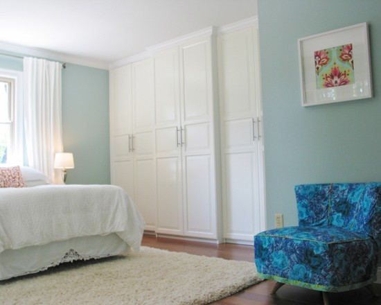 Great Designs For Built In Excellent Wardrobes: Charming Eclectic Bedroom Designs For Built In Wardrobes In White Paint Baby Blue Wall White Bed Sheet And Table Lamp Beside And Fur Rug Plus Blue Velvet Couch