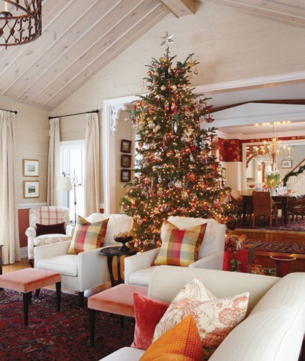 Give The Christmas Spirit into Your Living Room: Christmas Spirit Of Vintage Living Room With Big Christmas Tree