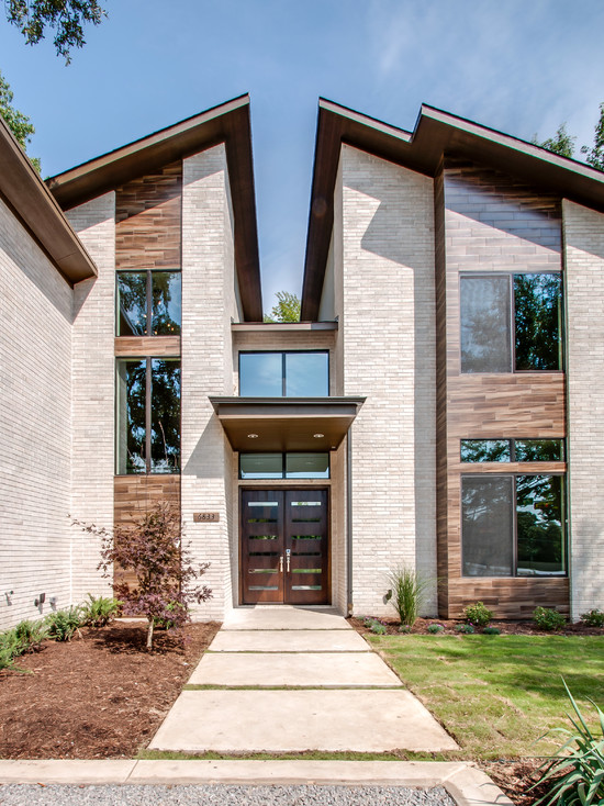 Amazing Home With Double Front Doors : Classic Modern Exterior Home With Wooden Double Front Door