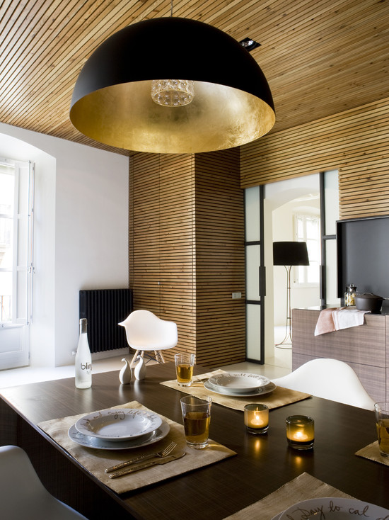 Amazing Simple Minimalist Wood Slats For Walls: Contemporary Dining Room Apartment Gothic Quarter The Wall And Ceiling Are Paneled With Tinted Pine Wood Slats Horizontal Placement And Repetition Assembled By Hand Chandelier And Gold Monochrome Colour Scheme