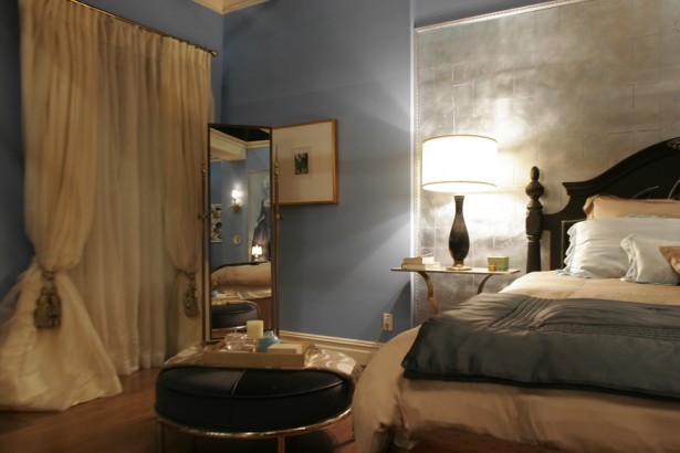 Blair Waldorf's Eclectic Mix Of Classic And Trendy Bedroom Decor: Cool Blair Waldorf Bedroom Decor With King Bed Pillow Bedcover Lamp Table Seats Mirror Wall Decor Curtain Ideas ~ stevenwardhair.com Apartments Inspiration