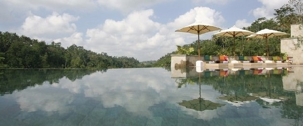 Amazing Hanging Infinity Pool At Ubud Hanging Garden Hotel Bali : Cool Infinity Pool Ubud Hanging Gardens Hotel Bali With Umbrellas Beds Cushions Ideas