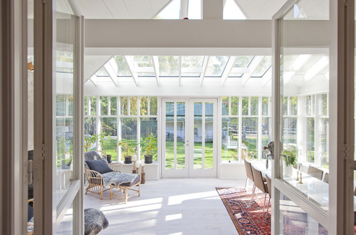 Awesome Sunroom Design Ideas For Summer Time : Cool Large Sunroom With A Great Layout Will Make This Room The Most Used Spot In The House That We Can Feel And Use It