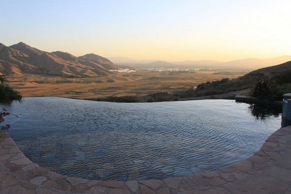 Most Spectacular Infinity Pools Design : Cool Mountain View Hanging Infinity Pool Design Ideas