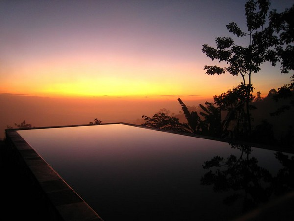 Most Spectacular Infinity Pools Design : Cool Sunrise View Hanging Infinity Pool Design Ideas