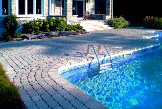 Combination Materials And Layouts To Design Pool Deck: Cotemporary Combination Of Many Factors Pool Desk Design Including Materials And Layouts With Backyard And Outdoor Furniture
