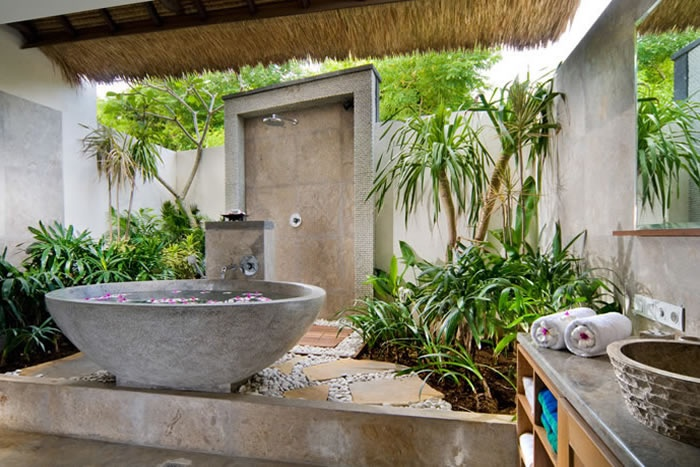 Unique Tropical Bathrooms Decorating Plans And Wall Decor: Cotemporary Unique Tropical Bathrooms Decorating Outdoor Copper Barthtub On Grey Gravel Airy Cream Colored Marble And Tiles With Great View And Green Plant