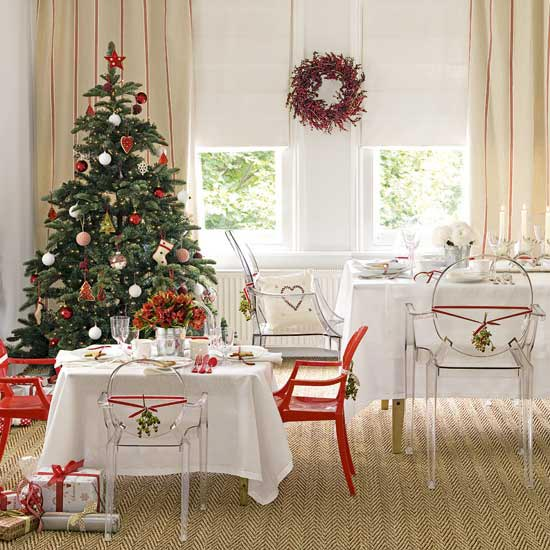 Beautiful Christmas Tree Decorating Ideas : Cozy Dining Room With Beautiful Christmas Tree And Wreath Decorations