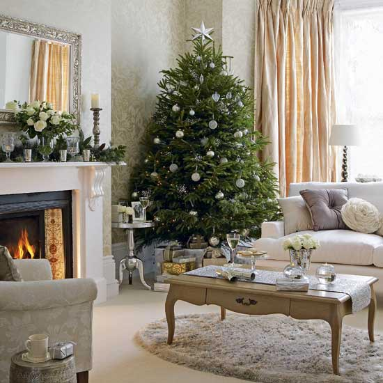 Beautiful Christmas Tree Decorating Ideas: Cozy Living Room With Nice Christmas Tree Decorations Mirror Fireplace Small Area Rug Curtain