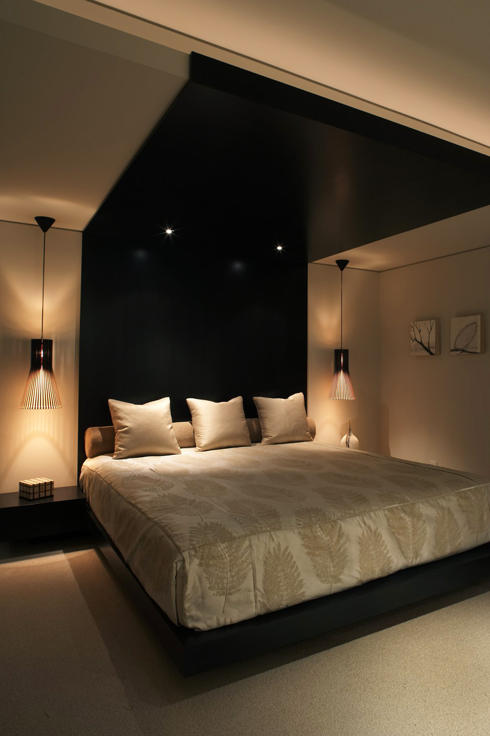 Luxury Apartment With Integrating Panoramic Window : Cozy Modern Light Brown Theme Bedroom Design With Black Accent