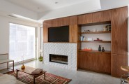 Californian Peninsula House: An Original Modern Architecture and a Compact Shape : Cozy Peninsula House White And Wooden Theme Single Family Living Room Interior Design