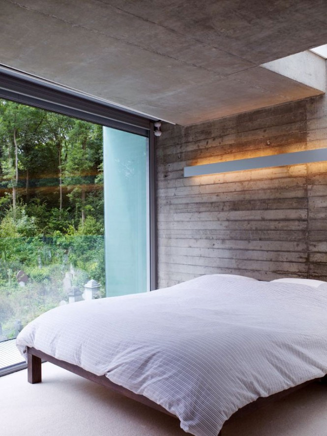 Remarkable Glass Wall Design That Peeks Over the Hills : Cozy White Bed With View House Overlooking Glass And Beautiful Unique Wall Design And Remarkable Bay Windows