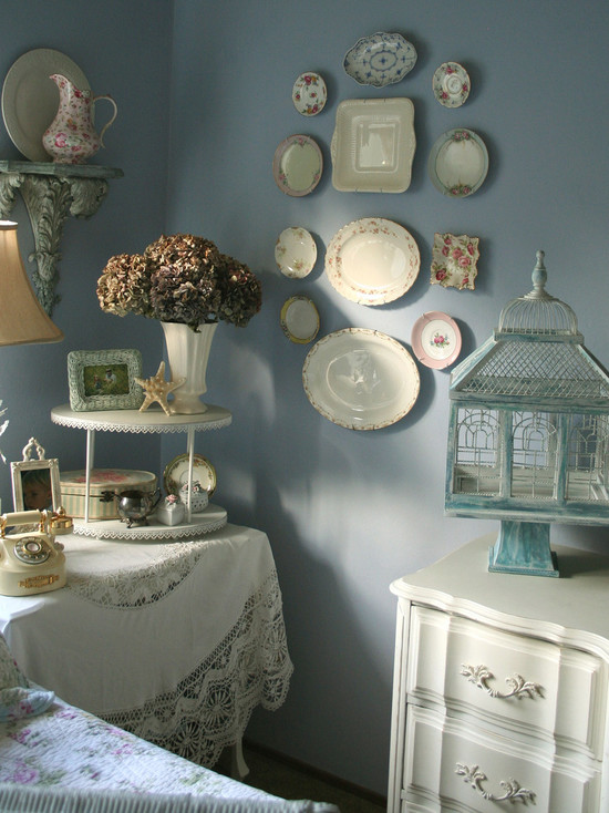 Inspiring Decorative Plates To Hang On Wall : Eclectic Bedroom Ceramic Plates Mounted On The Wall China On Walls To Save Cabinet Space
