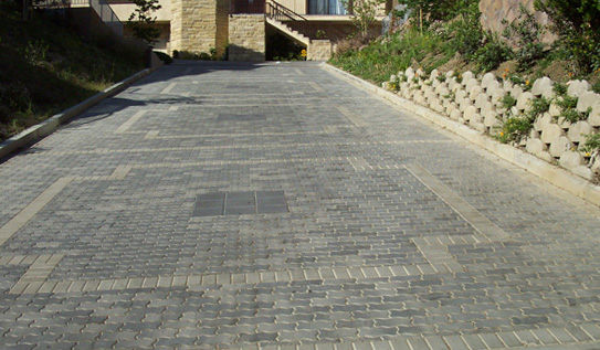 Cool Paving Stone Driveway Ideas For Home Design: Exciting Great Strong Paving Stone Material For Driveways With Diffently Colored Pavers And Model
