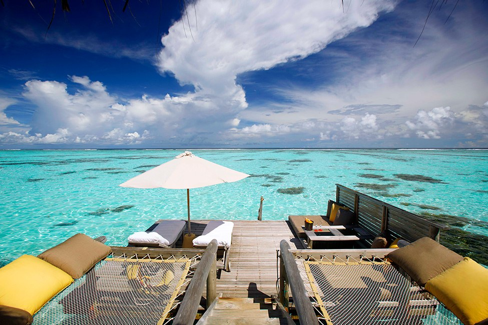 Amazing Exclusive Resort In Maldives: Gili Lankanfushi : Gili Lankanfushi Resort Sun Bathing Deck Outdoor Design With Lounge Chairs Hammocks Cushions Umbrella Wooden Flooring Ideas