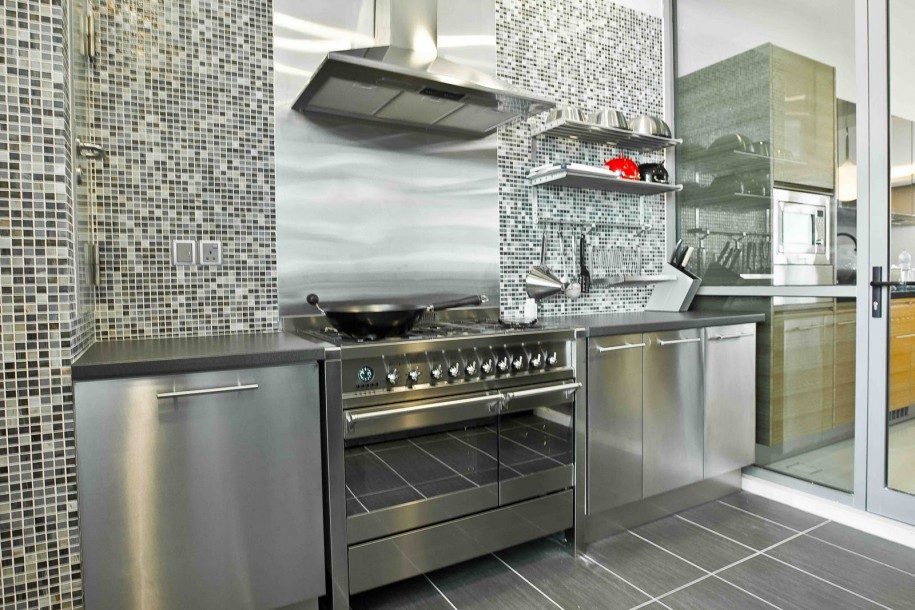 Rustic Elegant Kitchen Appliances Made From Stainless Steel: Glass Door Conventional Stove Stainless Steel Modern And Minimalist Kitchen Appliances With Beautiful Shelves