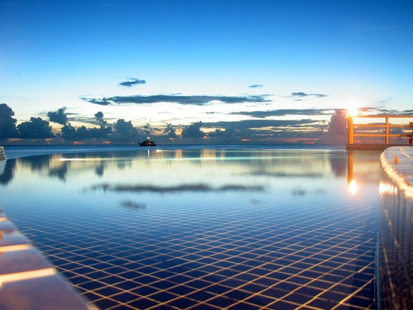 Most Spectacular Infinity Pools Design : Gorgeous Sea Side Infinity Pool Design Ideas At Sunset