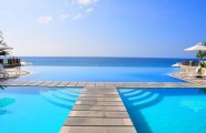 Most Spectacular Infinity Pools Design : Gorgeous Sea Side Infinity Pool Design With Bridge Ideas