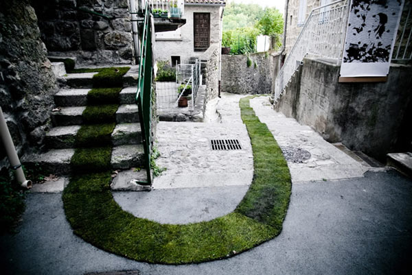 Green Carpet Installation In France: Green Carpet Instalation In Jaujac France 2