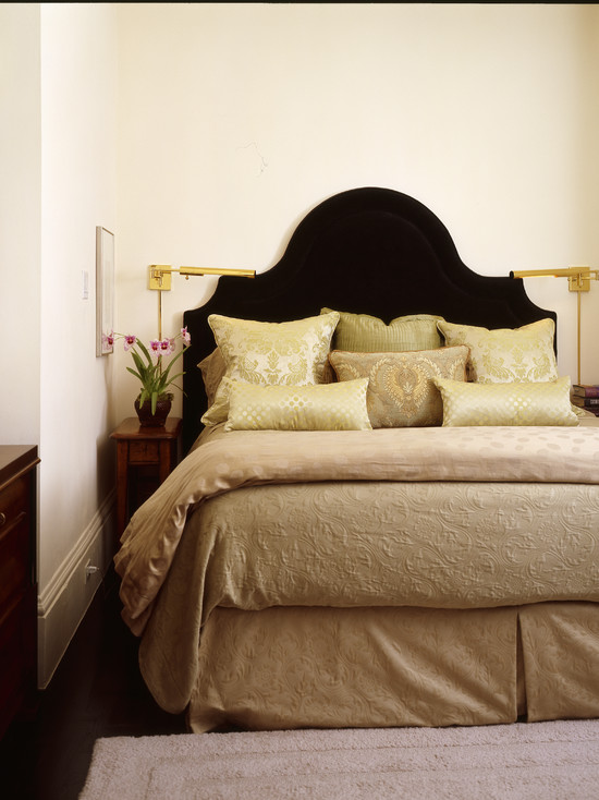 King Size Bed Headboard Dimensions Pictures : King Bed At Small Bedroom With Wood Headboard Shape And Using Plant Stand As Nightstand To Save Space Great Idea