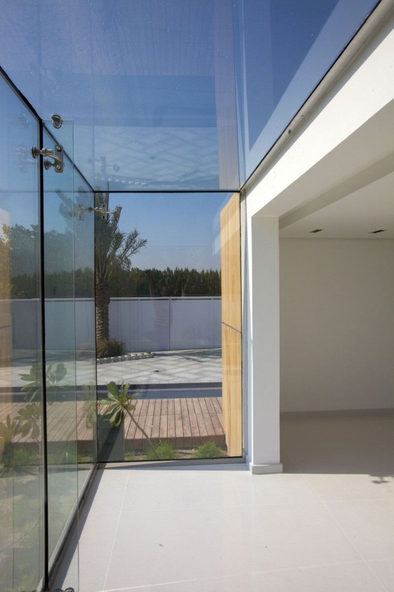 How to Create Your Dream Oasis in Hamala in the Form of Luscious Contemporary House : Largest Glasses Wall White Ceiling Sky View Outdoor View Concentrate Floor