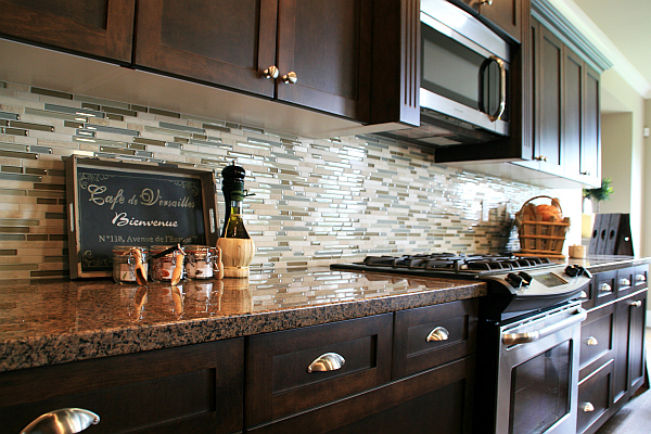 Kitchen Backsplash Design Ideas : Luxury Marble Countertop Kitchen Cabinet Design With Beautiful Glass Tile Backsplash Ideas