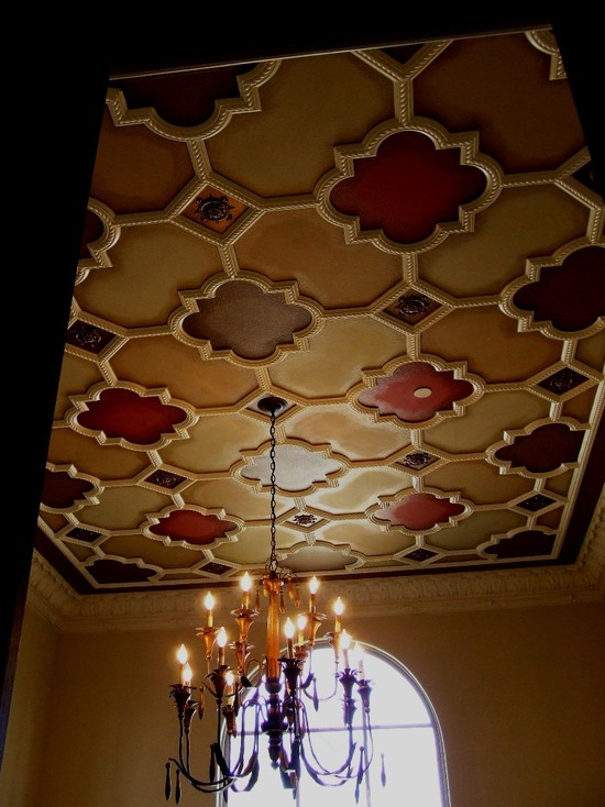 How To Plaster Ceilings Of Your Home: Mediterranean Dining Room With Ative Plaster Ceiling Pattern With Rope Detail Quatrefoil Relief With Varying Paint Colors