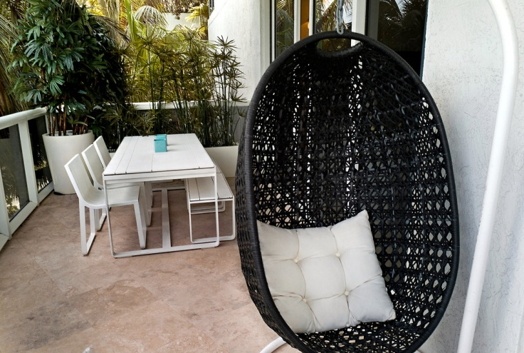 Rattan Outdoor Hanging Chairs Models That Can Be Put Outside or Inside : Mesmerizing Outdoor Hanging Chairs With Stylish And Comfortable Seating Option For An Indoor Room Or Porch